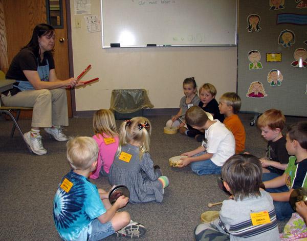 Miss Kelli teaches music
