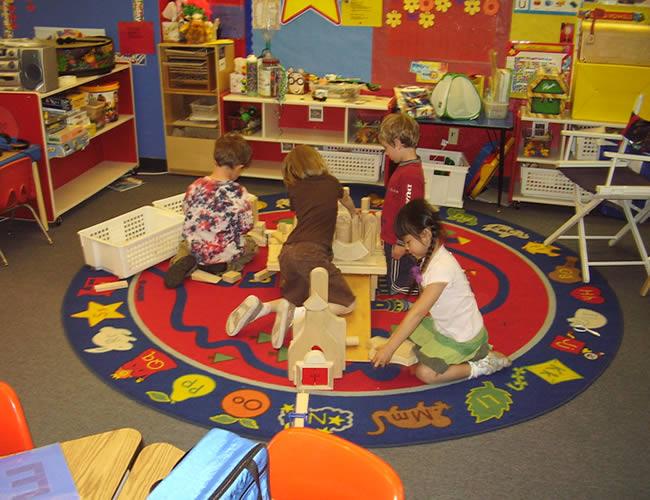 美国人为了帮助孩子适应小学生活, k年级教室, 一般都布置的非常温馨图片